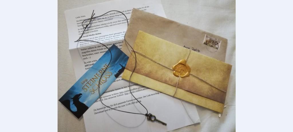 Bild eines Briefes mit Siegel, eines Lesezeichen mit Buch-Designs und eines Briefes an mich sowie einer Schlüsselkette.