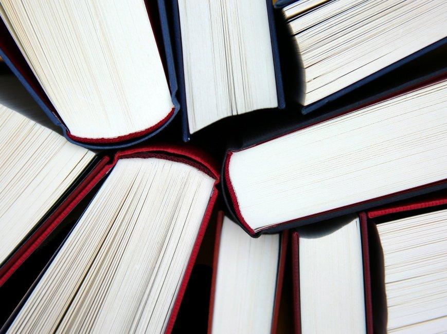 Bücher, von oben betrachtet